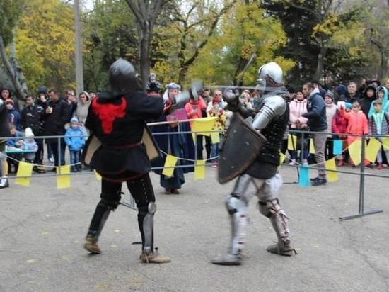 В Феодосии фестивалили рыцари и казаки