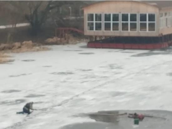 В Тамбове спасли рыбака, провалившегося под лед
