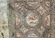 Изучая руины синагоги V века нашей эры на севере Израиля, археологи этой страны в сотрудничестве с американскими коллегами обнаружили множество мозаик, на большинстве которых были изображены библейские сюжеты