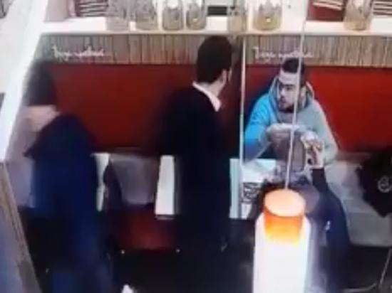 Пьяный посетитель расстрелял охранника фастфуда в Москве