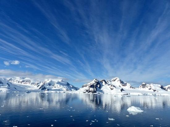 Под Антарктидой обнаружен источник энергии, плавящий её изнутри