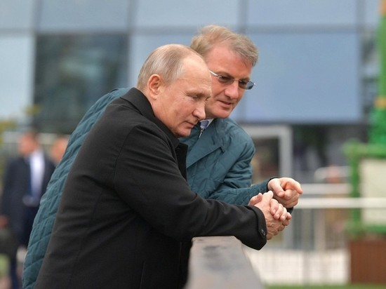 Путин накормил карпов в Крыму