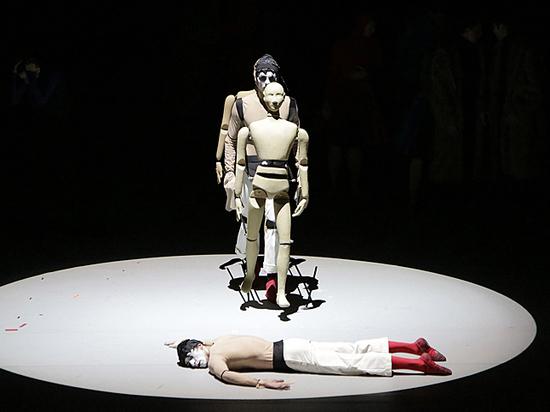 Две премьеры в Большом: кукла на шарнирах с человеческим сердцем