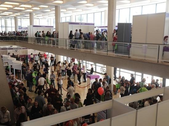 Более 1700 репатриантов приняли участие в ярмарке трудоустройства в Тель-Авиве