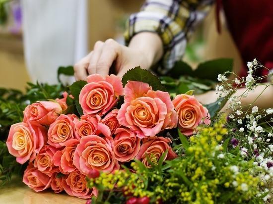 Флористы рассказали о модных цветах для букетов в День матери