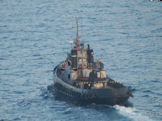 Военные катера ВМС Незалежной пригнали к Керченскому проливу буксир-камикадзе