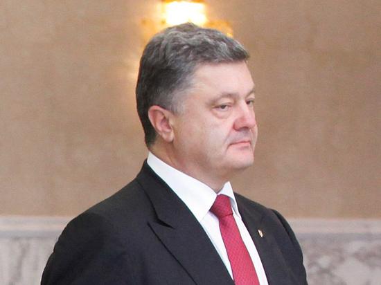 Порошенко подписал указ о вводе военного положения на Украине