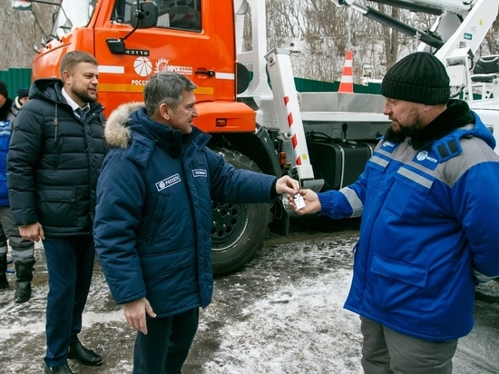 Владимирским энергетикам вручили ключи от новой техники