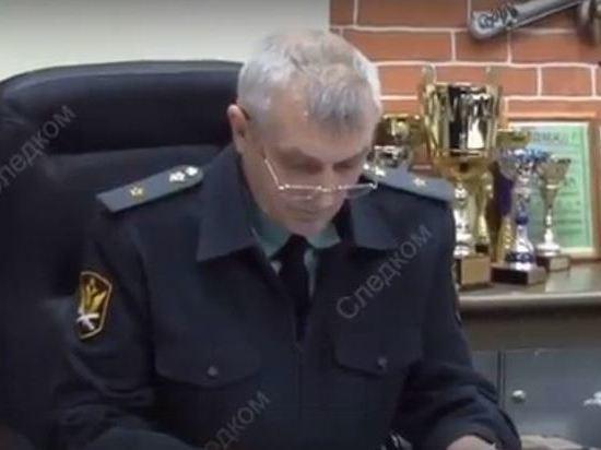 Опубликовано видео обысков в кабинете главного судебного пристава Омской области