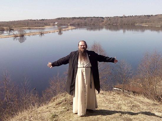 Вологодского священника обвинили в связи со школьницей