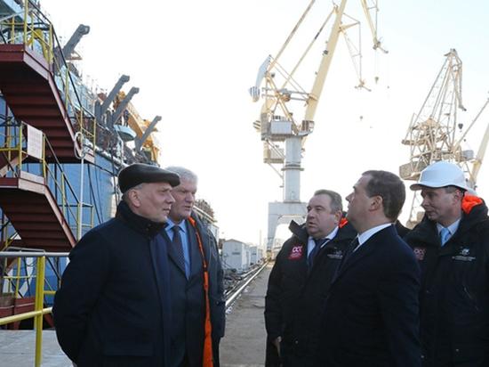 Медведеву устроили прогулку по атомному ледоколу