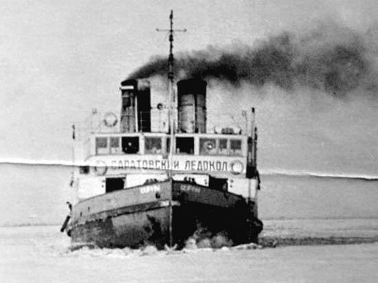 Дайверы обследовали первый в мире речной ледокол