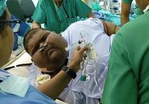 Четырнадцатилетний житель Индонезии по имени Михир Джаин, в прошлом весивший 237 килограммов, сумел сбросить почти сто из них