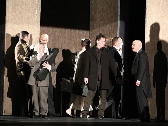 Театр «Сатирикон» представил в Сургуте необычный спектакль