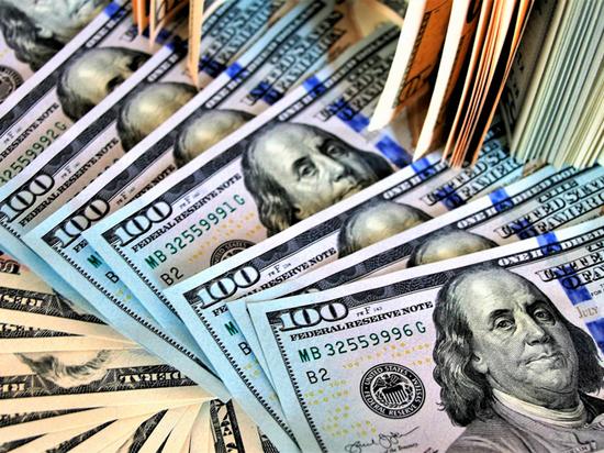 Таинственных скупщиков огромных сумм валюты в банках выявили видеокамеры