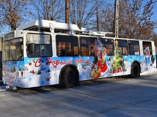 Всё для детей: в Иванове начал курсировать новогодний троллейбус