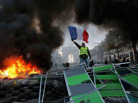 Протестанты в Париже отбивают оружие у полиции: погромы и хаос