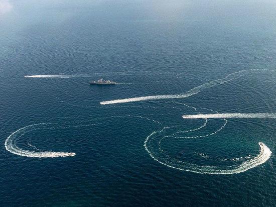 Два иностранных корабля столкнулись у Керченского пролива