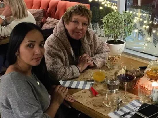 Бабушку из «Папиных дочек» заметили в астраханском ресторане