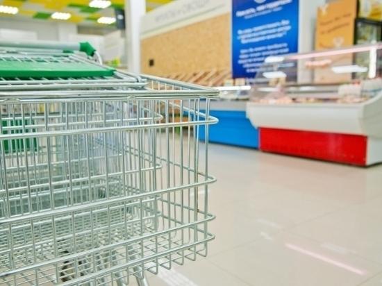 Кто должен убирать мусор перед магазинами, узнали волгоградцы
