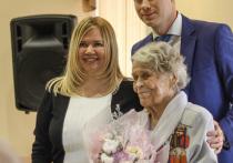 Первое слово для поздравления было предоставлено губернатору Кемеровской области Сергею Цивилеву