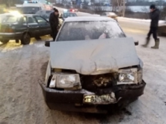 В Рыбинске на виадуке столкнулись «ВАЗ» и «ГАЗ»