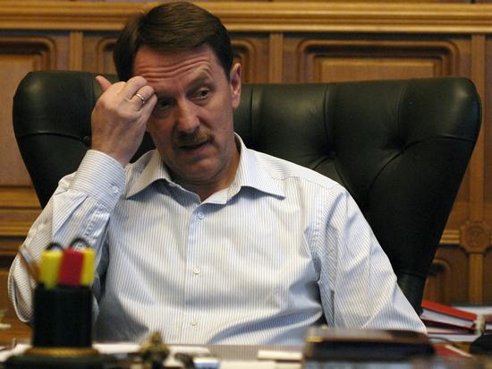 Гордеев заявил о необходимости для регионов запасать зерно