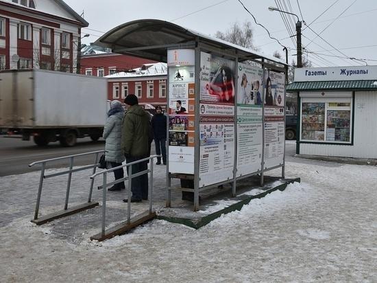 Кировские остановки погрязли в мусоре
