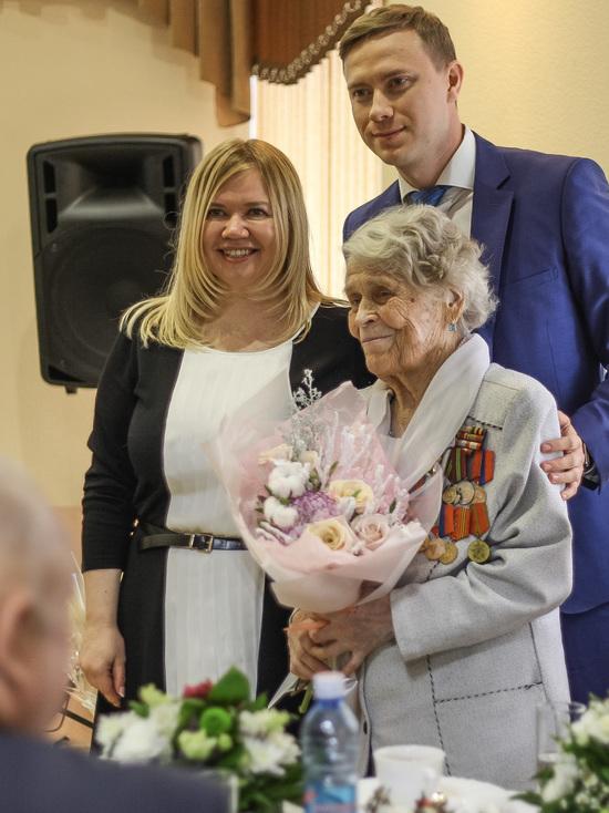 Ровесница города Кемерово станцевала вальс на своем 100-летии