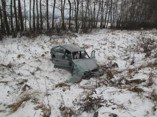 Четверо пострадали при опрокидывании автомобиля в Ясногорском районе