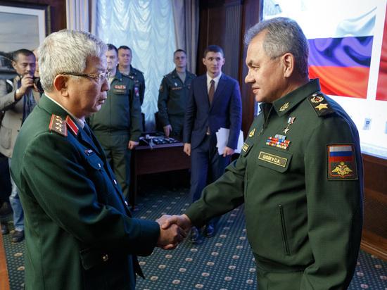 Шойгу обсудил с вьетнамским военачальником вопросы сотрудничества