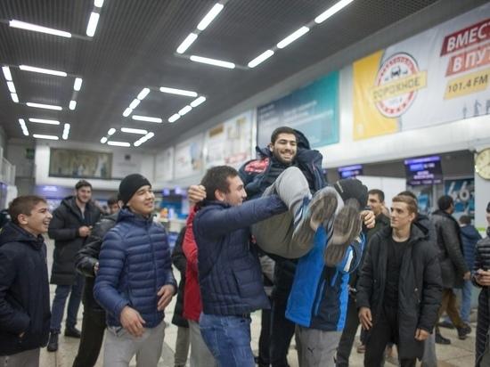 В аэропорту Ставрополя встретили призёра чемпионата по дзюдо