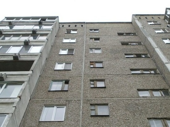 В Тамбове под окнами многоэтажного дома найдено тело 34-летнего мужчины