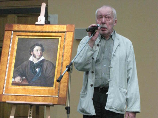 Знаменитый 100-летний стол Андрея Битова вспомнили кинематографисты
