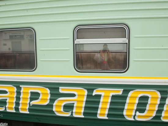 В Астраханской области с рельсов сошел поезд