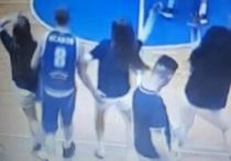 Уфимский баскетболист пощупал зад алтайской чирлидерши