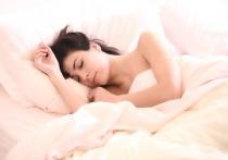 Человеку следует посвящать сну не менее шести и не более восьми часов ежедневно, показало недавнее исследование, проведённое международной группой учёных