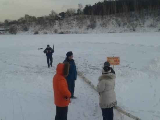 МЧС закрыло несанкционированный каток на реке Иркут