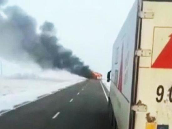 Сегодня в Калмыкии загорелся пассажирский автобус