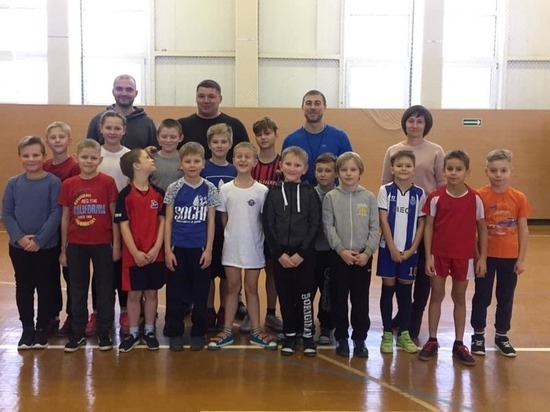 Андрей Коваленко подарил хоккейную форму ярославским спортшколам
