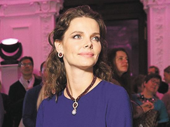 Родившая второго сына Елизавета Боярская решила не засиживаться в декрете