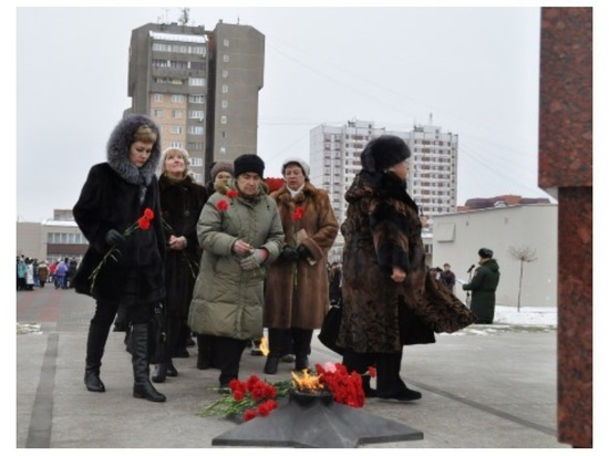 В Серпухове горожане почтили память героев в честь Дня воинской славы