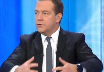 Формат встречи с тележурналистами в прямом эфире за 11 лет его существования премьер Дмитрий Медведев освоил в совершенстве
