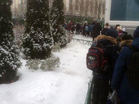 Школьник, напугавший всю Москву ножом, грозил отрезать охраннику уши