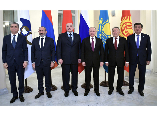 Лукашенко устроил скандал Путину на саммите ЕАЭС