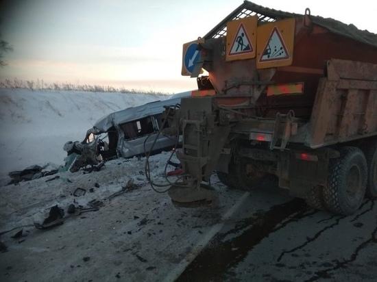 «КамАЗ» устроил смертельное ДТП на трассе под Новосибирском