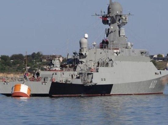 К Севастополю направили корабль с крылатыми ракетами