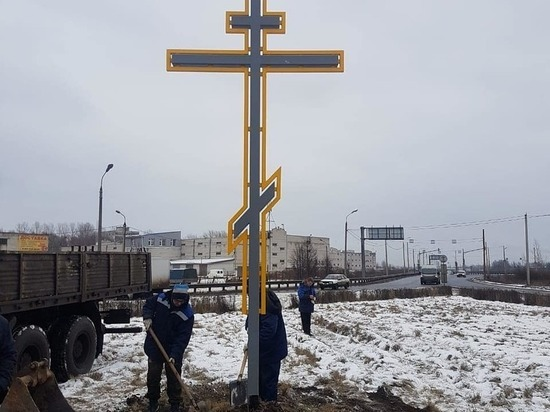 В Ярославле в Дзержинском районе установили поклонный крест