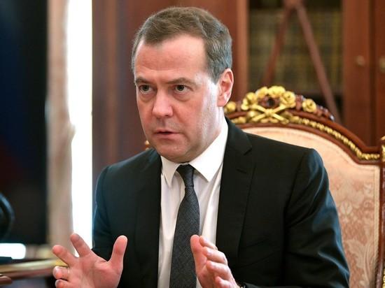 Медведев назвал повышение пенсионного возраста самым трудным непопулярным решением власти