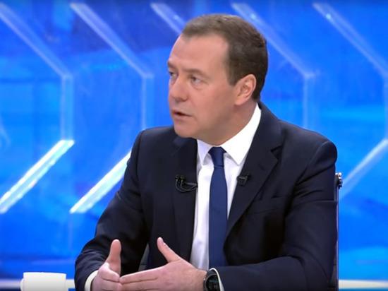 Премьер-министр РФ Дмитрий Медведевподведет итоги года в прямом эфире